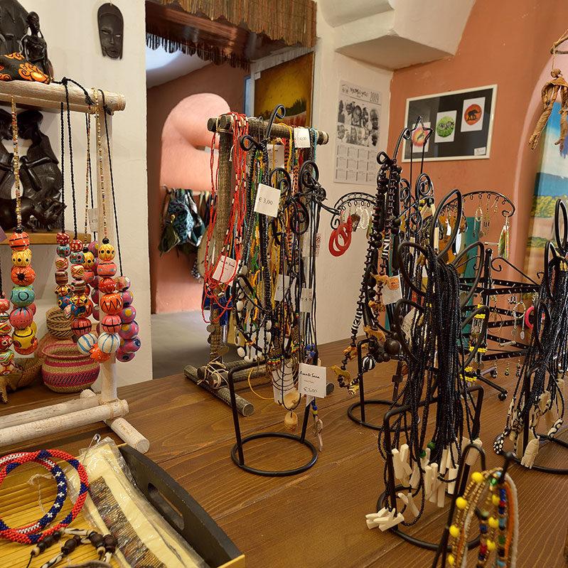 bottega solidale oggetti artigianali Iringa o Dar Es Salaam donazione shop