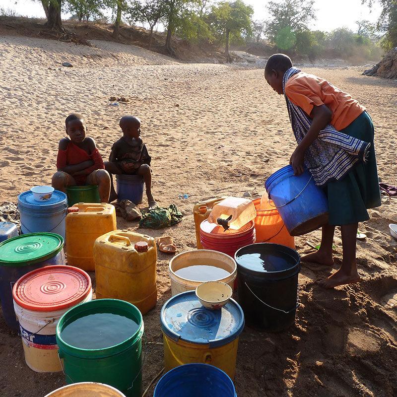 nyumbayetu-artigianato-africa-tanzania-acqua-per-nyumba-yetu1