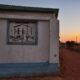 L'ingresso del Centro Nyumba Yetu fotografato al tramonto.
