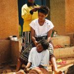 Africa, Tanzania, villaggio, capelli, acconciature, amiche, trecce