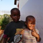 Africa, Tanzania, nyumba yetu, bambini, amiche, abbraccio