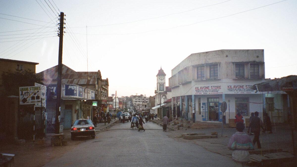 nyumbayetu-artigianato-africa-tanzania-la-caduta-di-dar